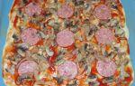 Пицца с копченой колбасой, сыром и грибами рецепт с фото